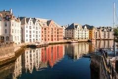 Trondeim, Norvegia Le case multicolori nella sponda del fiume sono riferimento Immagine Stock Libera da Diritti