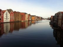 Trondheim-Fluss dockhouses Lizenzfreies Stockfoto
