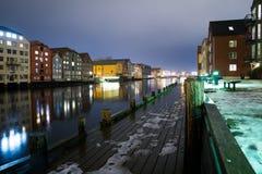 Trondheim na noite, Noruega março de 2017 Imagem de Stock Royalty Free