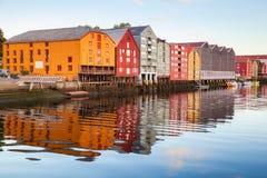 Trondheim, Norwegen Bunte alte Holzhäuser Stockfotos