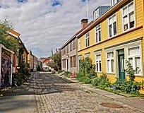 Trondheim-` s Holzhäuser hinter Zeitgedächtnissen lizenzfreie stockfotos