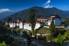 Trongsa Dzong, буддийское dzong Бутана стоковая фотография rf