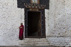 Trongsa Dzong monastery in Trongsa, Central Bhutan. Monk at the entrance of Trongsa Dzong monastery in Trongsa, Central Bhutan, Asia Stock Photo