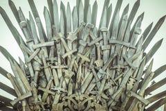 Trono giusto e reale fatto delle spade del ferro, sedile del re, simbolo Immagine Stock Libera da Diritti
