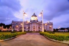 Trono Hall Evening de Ananta Samakhom Fotos de archivo