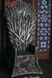 Trono hecho de espadas foto de archivo