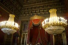 Trono Pasillo, de la col rizada de la familia real, reglas de Italia Fotos de archivo libres de regalías