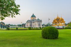 Trono Salão de Ananta Samakhom e pira funerária fúnebre real foto de stock royalty free