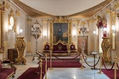 Trono Salão no palácio de Manial do príncipe Mohammed Ali Tewfik com teto ornamentado, o Cairo, Egito Imagem de Stock Royalty Free