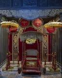 Troon van de Keizer Turkije Duc binnen de Tempel van Hoa Khiem, Turkije Duc Royal Tomb, Tint, Vietnam royalty-vrije stock foto
