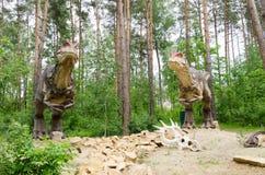 Trop dinosaures Allosaurus modèle en parc de dinosaure photo stock