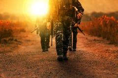 Tropa del ejército de los militares de la patrulla de la gama larga Fotos de archivo libres de regalías