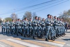Tropa especial de la policía en desfile Fotos de archivo