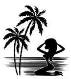 Tropen. Eine Palme und eine Frau Lizenzfreie Stockbilder