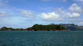 Tropeninseln bei Angthong nationale Marine Park in Thailand stock video footage