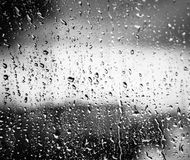 Tropfen auf Glas nach Regen Stockfoto