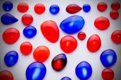 Tropfen der roten und blauen Tinte Lizenzfreie Stockfotografie