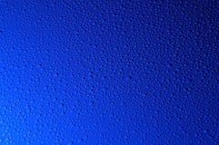 Tropfen des blauen Wassers Stockfotos