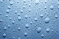 Blaues Wasser lässt Hintergrund fallen Stockbild