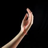 Tropfen des Paraffins und der weiblichen Hand Stockbild