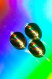 Tropfen des Wassers liegend auf einer CD Platte Stockfotos