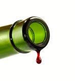 Tropfen des Weins von einer Flasche Lizenzfreie Stockbilder