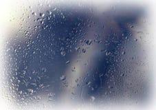 Tropfen und Frost auf dem Glas Die Kühle des frühen Morgens Stockbilder