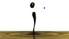 Tropfen von Rohölmakro mit dem Fokuseffekt (Seitenansicht über Whit Stockbilder
