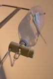 Tropfenfänger-Salzlösungsflasche der Infusion IV Stockfotos