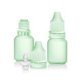 Tropfenflaschenisolat des grünen Auges auf weißem Hintergrund Lizenzfreies Stockbild