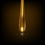 Tropfengold auf braunem Hintergrund mit Reflexion Stockfotografie