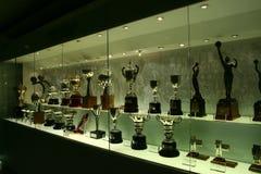 Trophées du football dans l'exposition de Real Madrid Image libre de droits