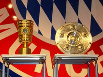 Trophées allemands du football et logo de Bavière Munich Images libres de droits
