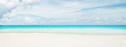 Tropical beach and ocean Royalty Free Stock Photos
