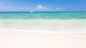 Tropical beach. Sky and sea Royalty Free Stock Photos