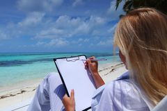 Tropical business woman with blank paper Stock Photography