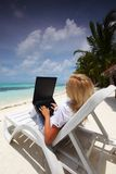 Tropical business woman with laptop Royalty Free Stock Photos