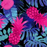 Tropical fruits and palm leaves seamless background Royalty Free Stock Photography