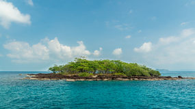 Tropical island in the ocean, Royalty Free Stock Photos