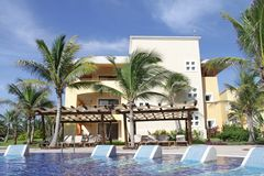 Tropical Pool. View of a luxury resort, palm trees and tropical pool Royalty Free Stock Photos