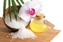 Tropical spa stilleven met orchideebloesem en etherische olie Royalty-vrije Stock Afbeeldingen