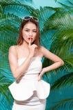 Tropical summer holiday fashion beauty concept. Summer style por Royalty Free Stock Photos