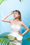 Tropical summer holiday fashion beauty concept. Summer style por Royalty Free Stock Photography