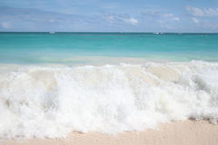 Tropical Waves on White Sand Beach, Ocean Royalty Free Stock Photos