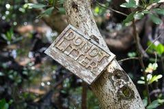 Tropicale faccia non il segno della lettiera fotografie stock libere da diritti