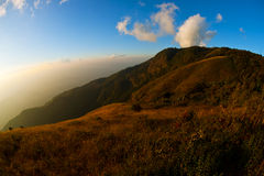 tropics лотка mae kew inthanon doi облака стоковые изображения