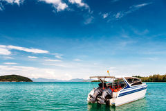 tropikalna łódkowata denna prędkość Wyspa na tle Fotografia Royalty Free