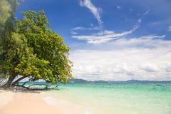 Tropikalna biała piasek plaża Zdjęcie Stock