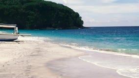 Tropikalna morze plaża z turkusu wodnym i białym piaskiem zbiory