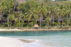Tropikalna piasek plaża, wod morskich fala i drzewka palmowe, Tajlandia Fotografia Royalty Free